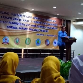 Angkat sumpah TTK D3 Farmasi dan D3 Anafarma APDFI Korwil Jateng